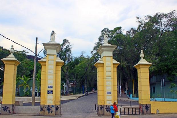 entrada-igreja-da-penha-rio-de-janeiro