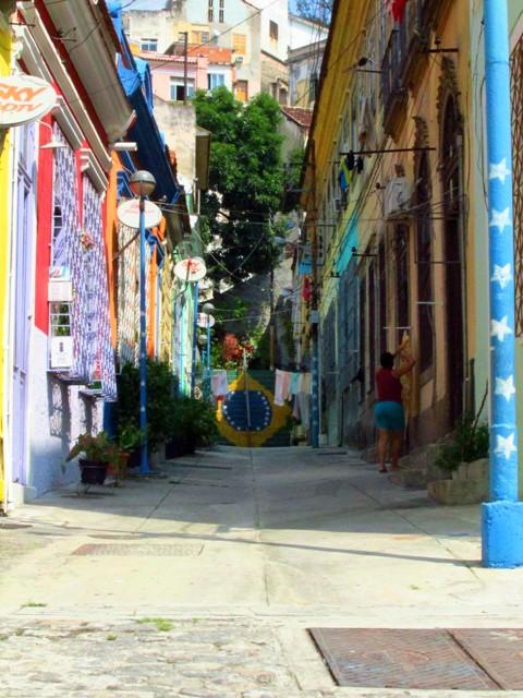 A entrada mais gracinha do morro da Conceição. Há outras entradas. A Rua da Pedra do Sal deve ser a mais famosa.