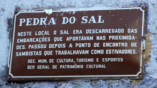 A Pedra do Sal, antes era Pedra da Prainha. Ela era bem comprida e o mar chegava até ela.