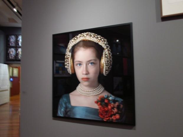 Releitura moderna de A moça do brinco de pérolas.
