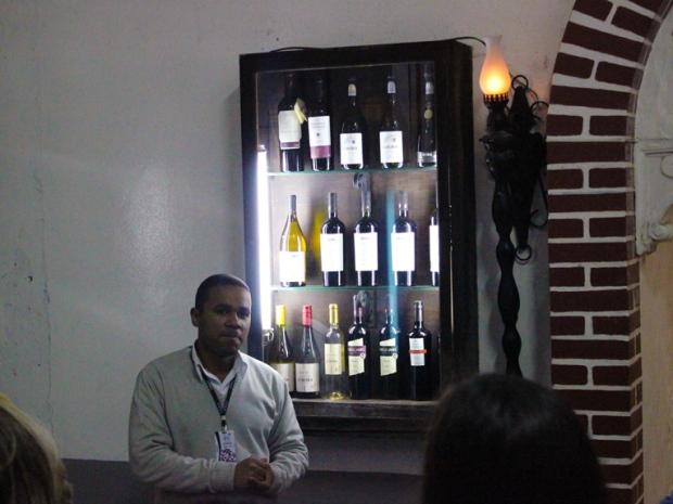 O guia de nosso tour pela Vinícola Aurora. Sempre pronto a responder as perguntas mais ébrias sobre vinhos e a forma de produção.