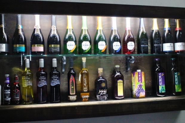 Uma galeria com produtos da Vinícola Aurora. Tem até suco de uva!