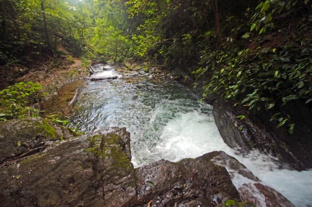 queda-dagua-precipicio-rio-cachoeira