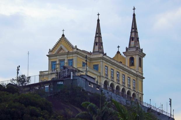 vista-lateral-igreja-da-penha-rio-de-janeiro