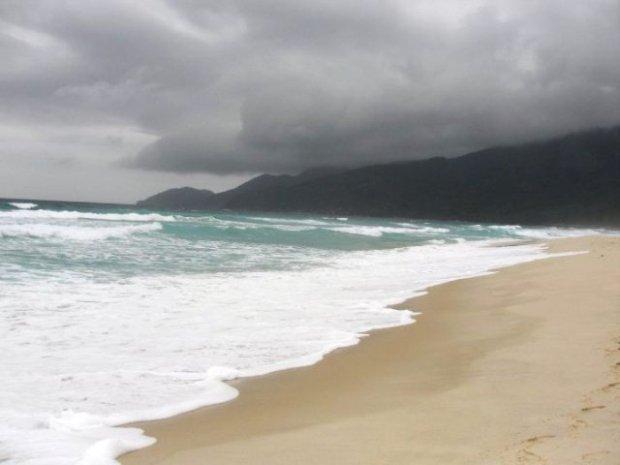 Acho que essa é a Praia do Sul. Nem preciso dizer que estava vindo chuva, né?!