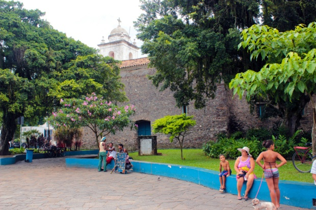 lateral-igreja-matriz-de-santanna-itanhaem-a-bussola-quebrada