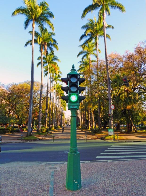 Semáforo na Praça da Liberdade, Belo Horizonte.