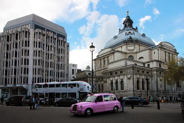 taxi-cor-de-rosa-londres-a-bussola-quebrada