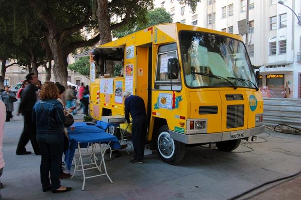bolinho-de-bacalhau-food-truck-festa-portuguesa-a-bussola-quebrada