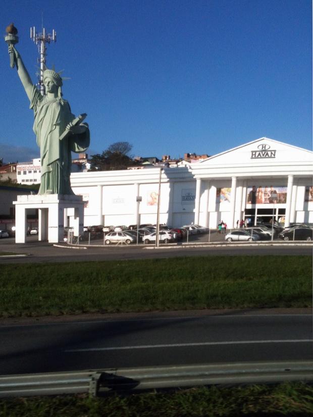 estatua-da-liberdade-estrada-a-bussola-quebrada