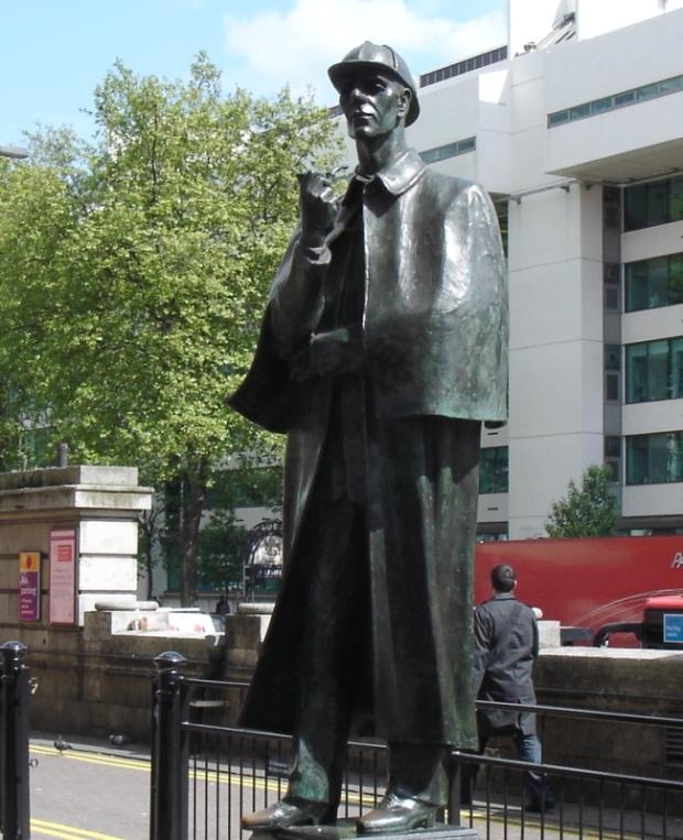 estatua de Sherlock Holmes Marylebone Road estacao baker street