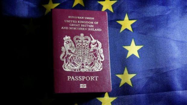 passaporte brexit euro bandeira a bussola quebrada