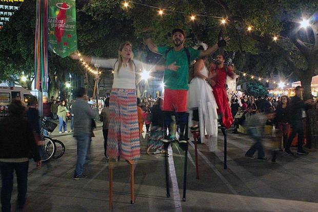 santos-populares-festa-portuguesa-pernas-de pau-a-bussola-quebrada