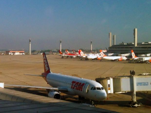 aeroporto-avioes-aviao-a-bussola-quebrada