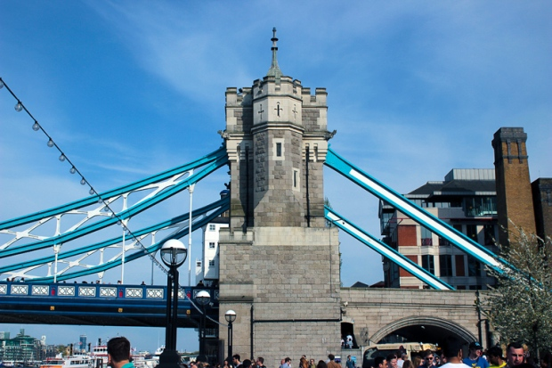 lateral-ponte-de-londres-london-bridge-a-bussola-quebrada