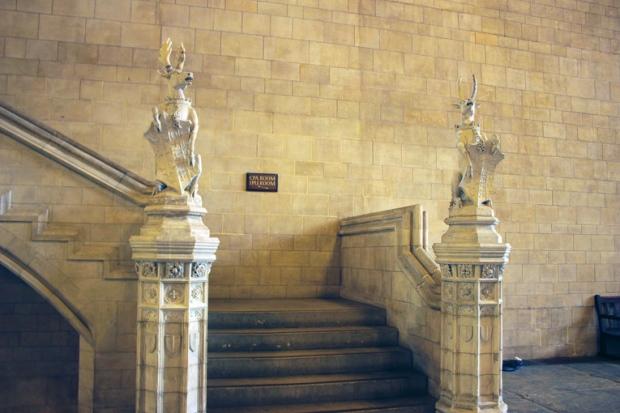 ornamento-casas-do-parlamento-a-bussola-quebrada