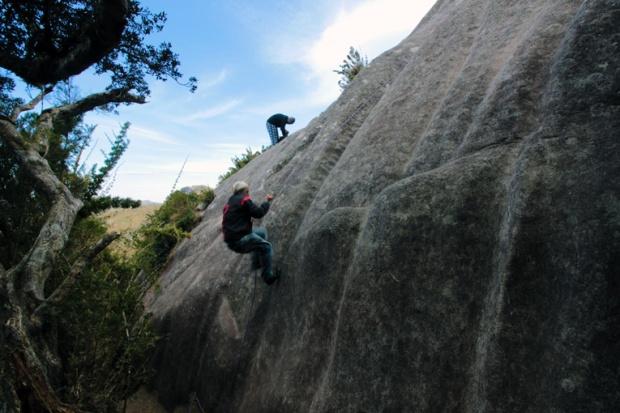 paredao-escalada-itatiaia-pico-das-agulhas-negras-a-bussola-quebrada