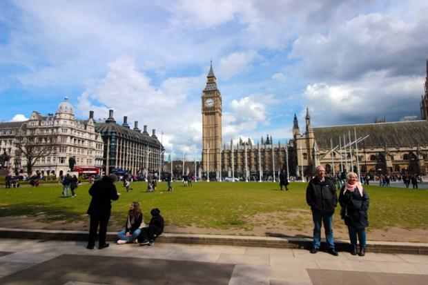 parliament-square-a-bussola-quebrada