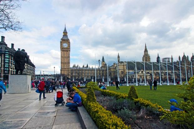 parliament-square-westminster-a-bussola-quebrada