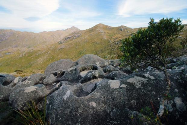 pedra-da-panela-itatiaia-agulhas-negras-a-bussola-quebrada