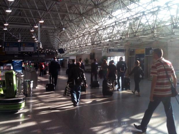 saguao-aeroporto-embarque-a-bussola-quebrada