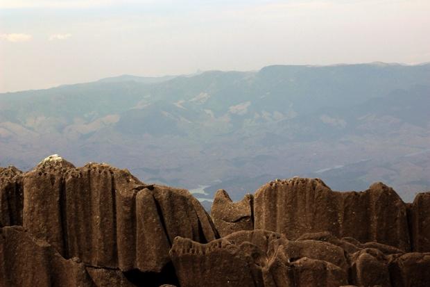 topo-cume-itatiaia-pico-das-agulhas-negras-a-bussola-quebrada