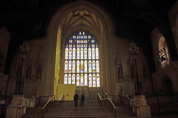 vitral-entrada-escadaria-casas-do-parlamento-a-bussola-quebrada