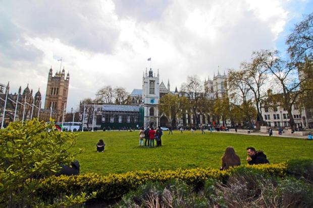 westminster-parliament-square-a-bussola-quebrada