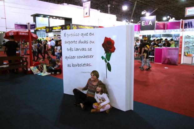 24-bienal-do-livro-rosa-pequeno-principe-a-bussola-quebrada