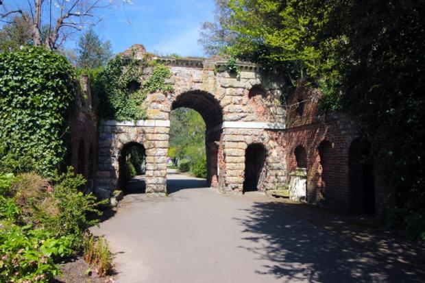 arco-ruinas-kew-gardens-a-bussola-quebrada