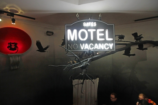 bates-motel-madame-tussauds-museu-de-cera-a-bussola-quebrada
