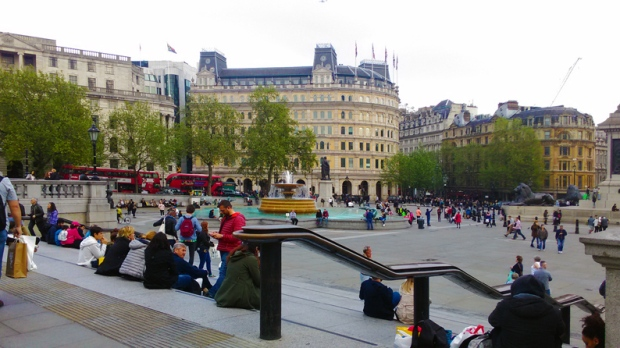 escadarias-National-Portrait-Gallery-trafalgar-square-a-bussola-quebrada