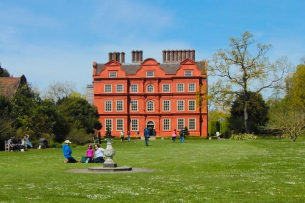 Kew-Palace-kew-gardens-a-bussola-quebrada