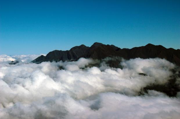mar de nuvens prateleiras a bussola quebrada