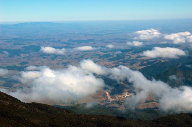 prateleiras acima das nuvens a bussola quebrada