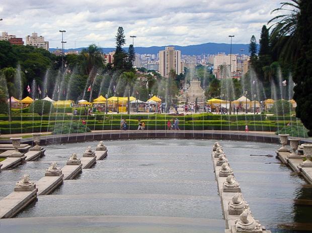 Chafariz e fonte do Parque da Independência, quando visitamos o local. Foto: Karina Carrasqueira.