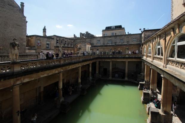 bath-cidade-romana-ruinas-termas-inglaterra-a-bussola-quebrada