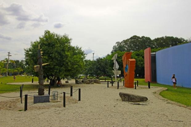 esculturas-parque-ecologico-tiete-a-bussola-quebrada