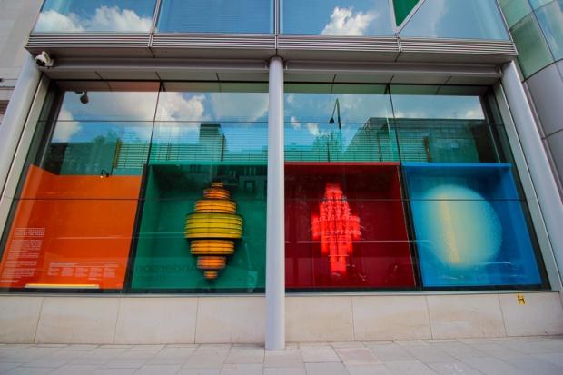 euston-gallery-londres-fachada-a-bussola-quebrada