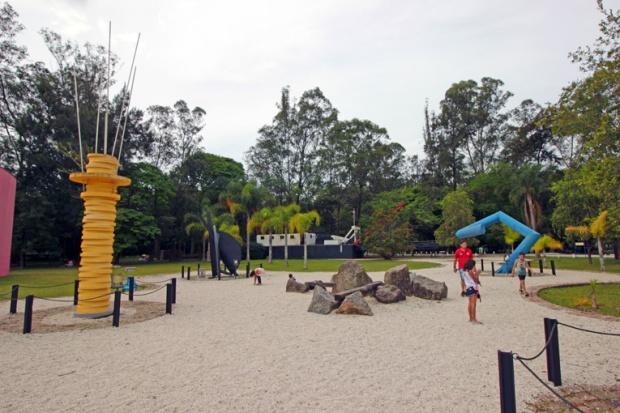 jardim-esculturas-parque-ecologico-tiete-a-bussola-quebrada