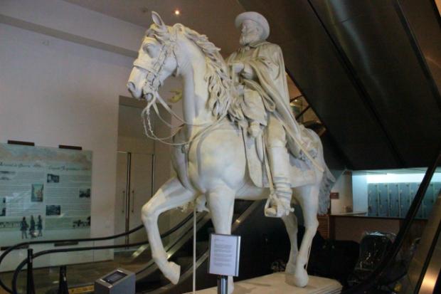 museu-historico-nacional-dpedroii-a-bussola-quebrada