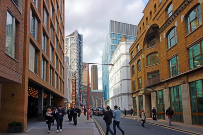 Estou próximo. Olha a Tate Modern lá no fim da rua. Só preciso descobrir como chegar.