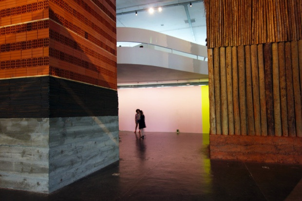 torres-construcao-bienal-incerteza-viva-a-bussola-quebrada