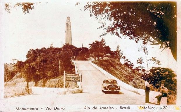 1950-monumento-rodoviario-serra-das-araras-a-bussola-quebrada