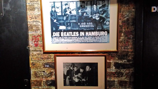 beatles-in-hamburg-cavern-club-a-bussola-quebrada