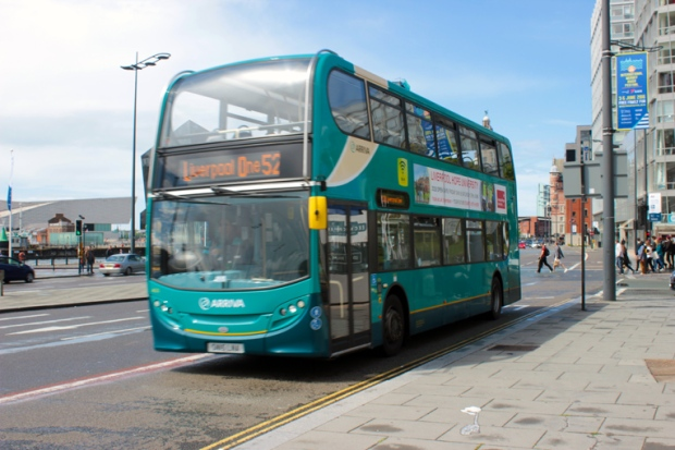 double-deck-bus-liverpool-a-bussola-quebrada