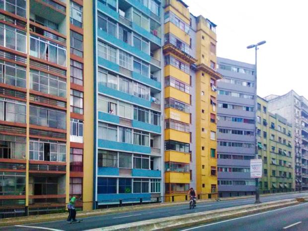 edificios-coloridos-elevado-minhocao-a-bussola-quebrada