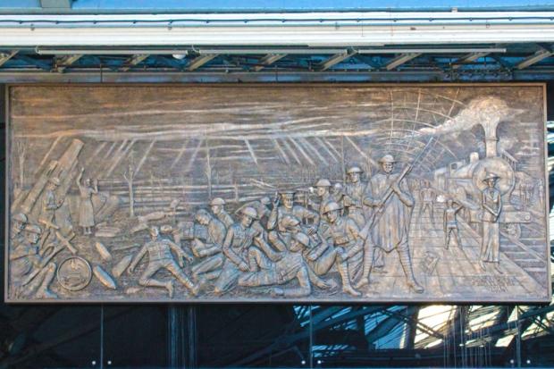 homenagem-trem-soldados-liverpool-a-bussola-quebrada