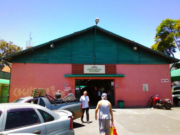Mercado Municipal de Atibaia. Pastel e cervejas diferentes. Delícia!
