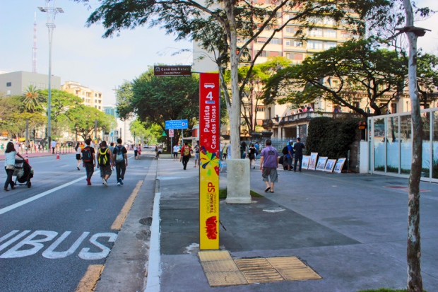 parada-onibus-turistico-casa-das-rosas-avenida-paulista-a-bussola-quebrada
